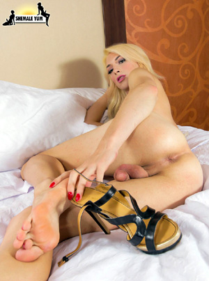 Big Cock Shemale Hung Tranny Foot Fetish Porn