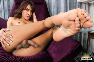 Huge Cock Hung Shemale with Pretty Feet